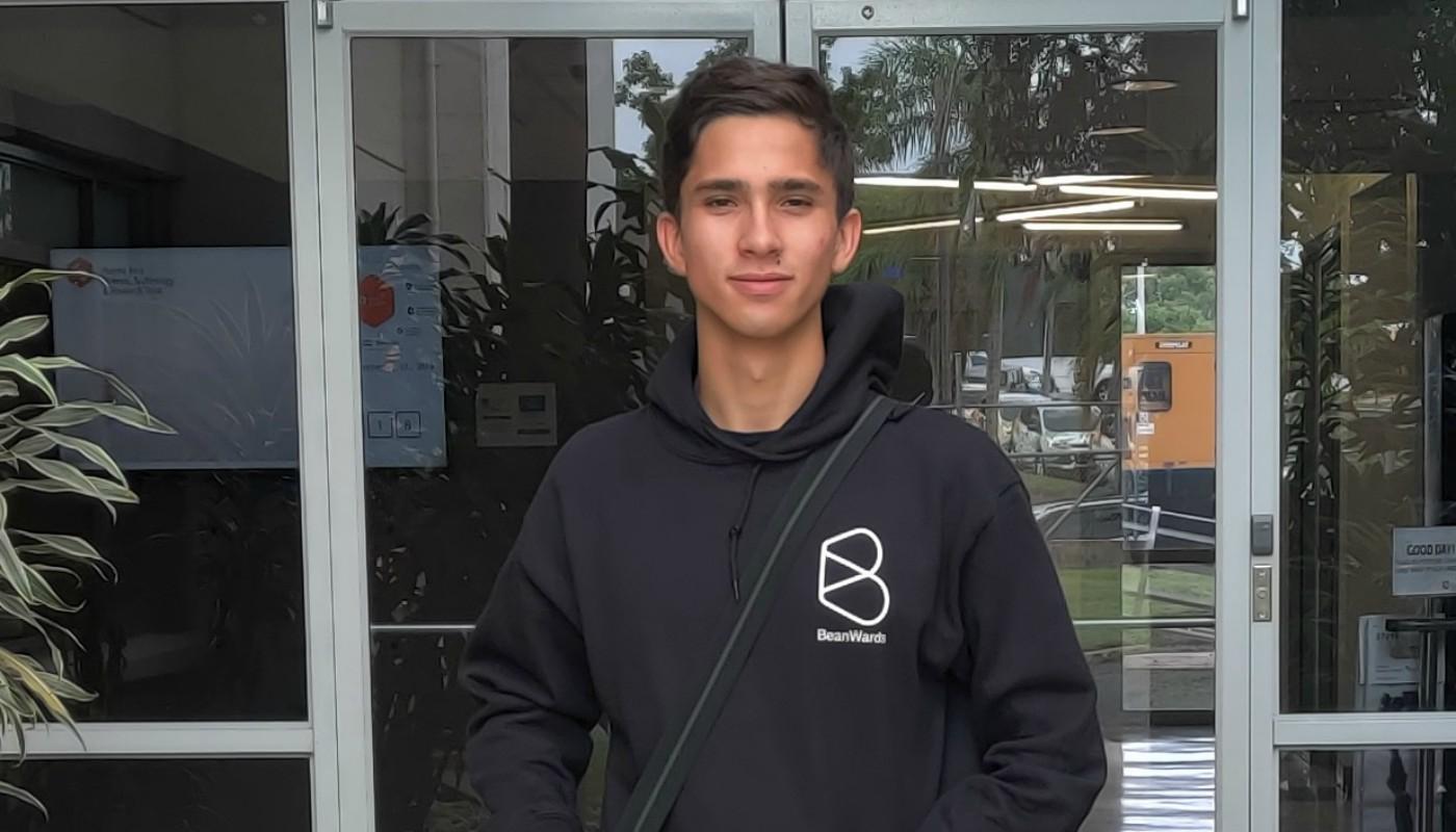 Estudiante Brigh Stars crea aplicación para desastres y gana competencia