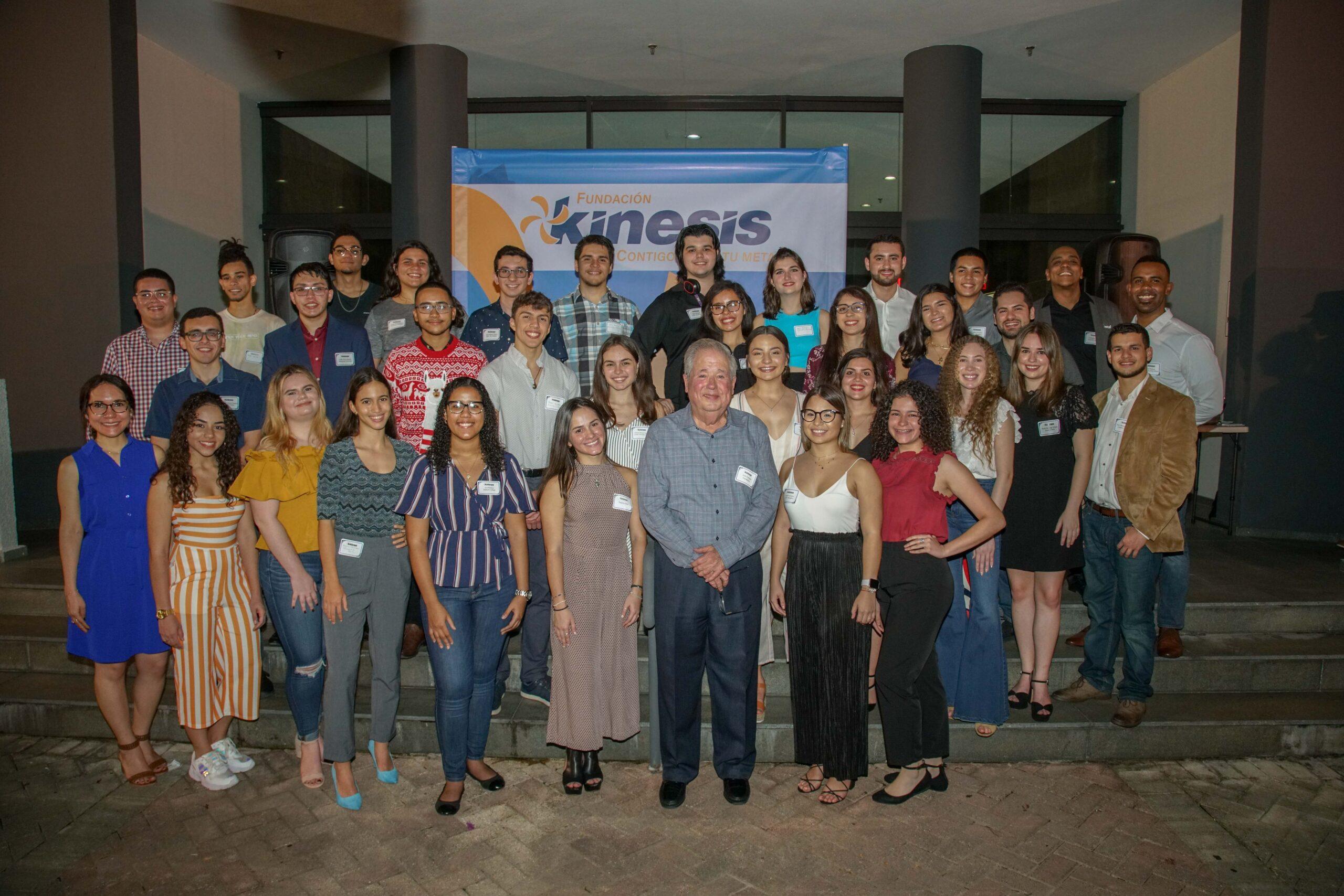 Fundación Kinesis estrena programa de internados y ubicación laboral para sus estudiantes becados y recién graduados