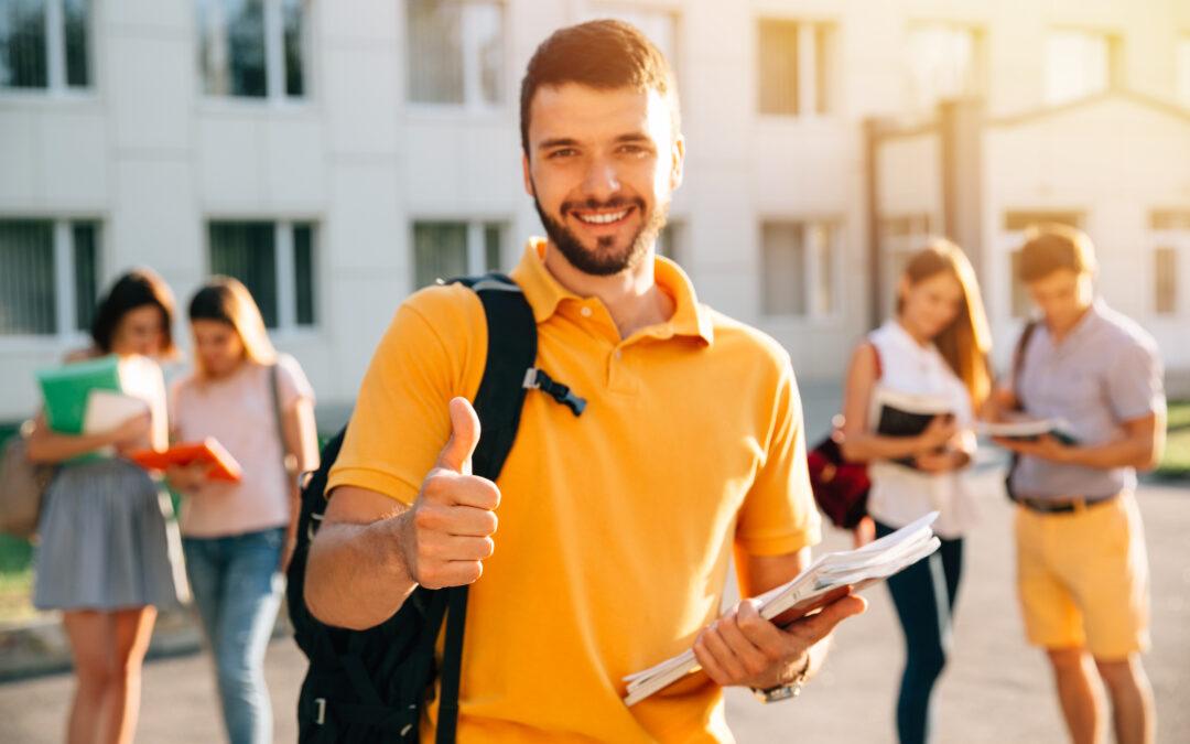 7 formas de hacer que las admisiones a la universidad sean más equitativas (artículo por Strada Education Network)